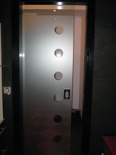 Ba os con azulejos hasta la mitad for Modelos de puertas de ingreso