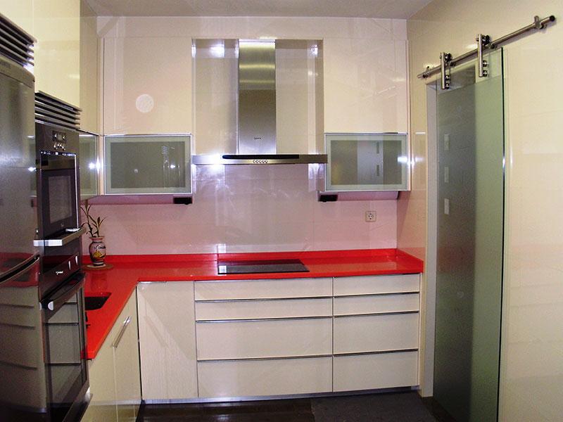 Pincel cristal mamparas de ba o y puertas de cristal con for Muebles de cocina con puertas de cristal