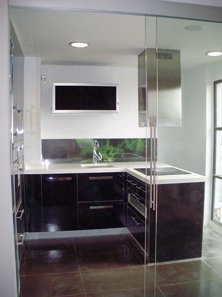 Pincel cristal mamparas de ba o y puertas de cristal con - Cocina con pared de cristal ...